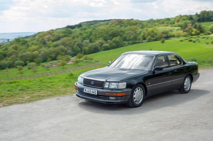 1990 startete Lexus in Deutschland mit der Luxuslimousine LS 400