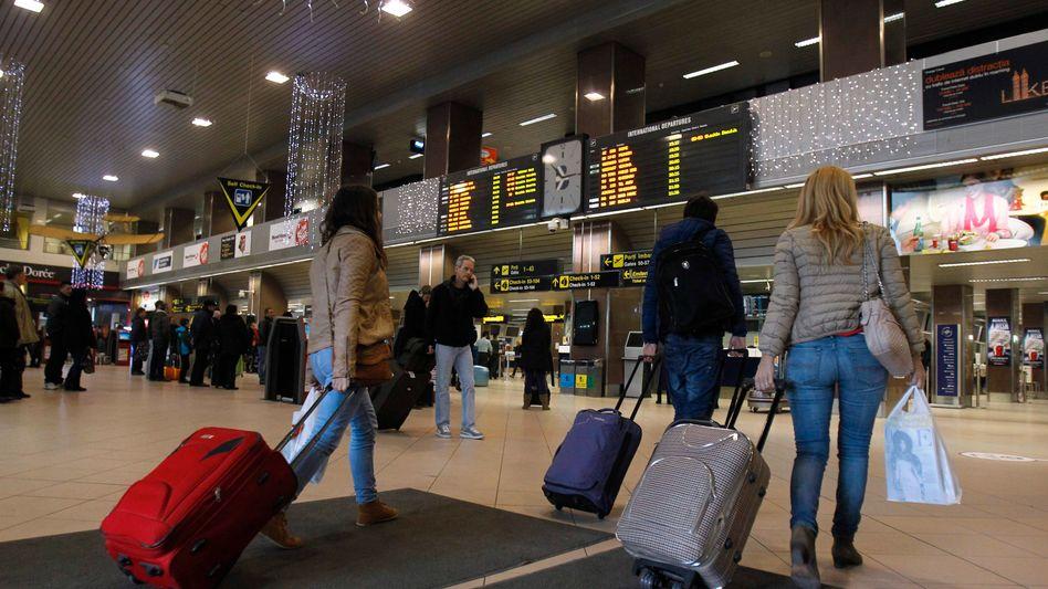 Flugpassagiere (am Flughafen Heathrow): Erweiterte Maßnahmen im Bereich der Passagierdaten geplant