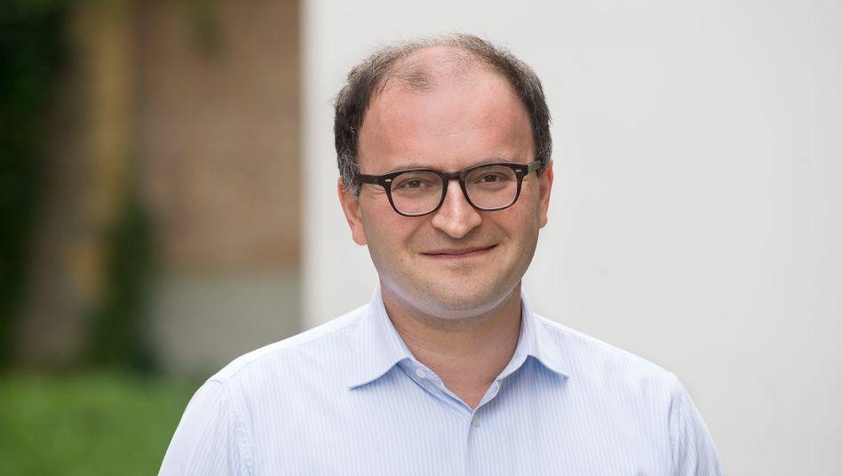 Weltsparen-Gründer Tamaz Georgdaze