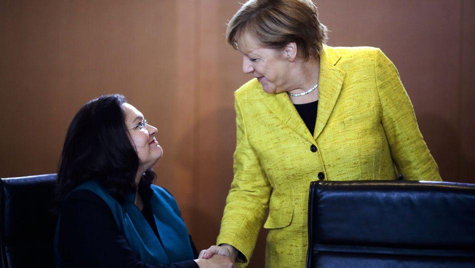 Spitzenpolitikerinnen Nahles, Merkel: Nichts geht ohne sie