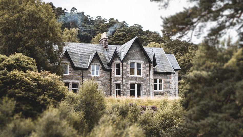 Umgrüntes Luxusanwesen: Die Lodge »Glenfeshie« im schottischen Nationalparkt Cairngorm gehört zum Reich von Anders Holch Povlsen