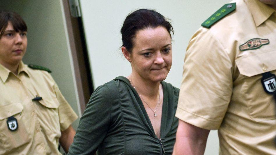 Beate Zschäpe vor Gericht (Archiv): Witwe von NSU-Opfer sagt im Prozess aus