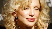 Courtney Love covert Hit von Britney Spears und kämpft mit den Tränen