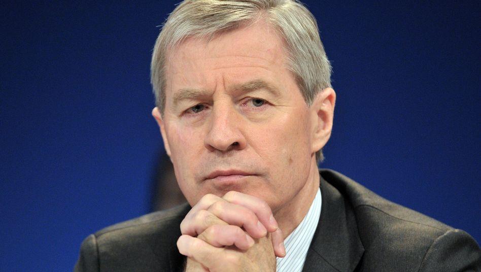 Deutsche-Bank-Chef Fitschen: Abgeordnete kritisieren Agrarspekulation