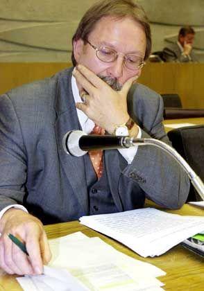 Hessens Finanzminister Karlheinz Weimar musste dem Landtag letztes Jahr eine Rekord-Neuverschuldung präsentieren