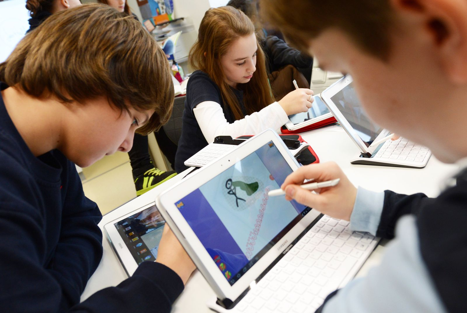 Schüler mit Computern