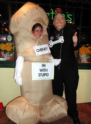 """Halloween-Kostüme: Matthew und Morgan als """"Dick"""" und """"Bush"""""""