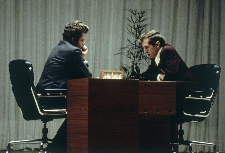 Boris Spasski (l.), Bobby Fischer