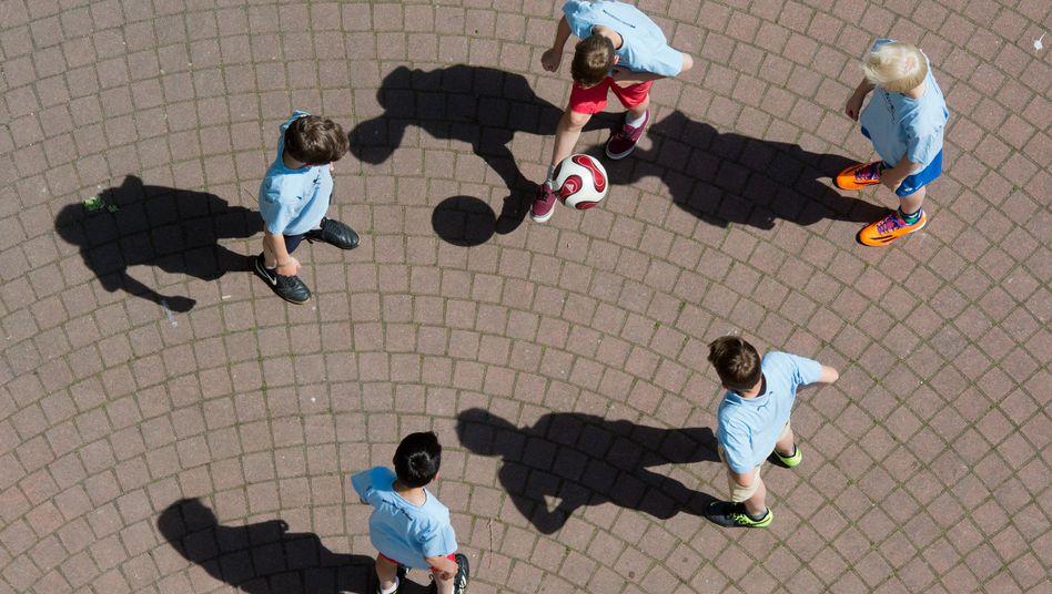 Schulhof: Forscher empfehlen lange Pausen vor Prüfungen