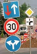 Verkehrsschilder: 100 bis 200 Millionen Mark unnötig ausgegeben?