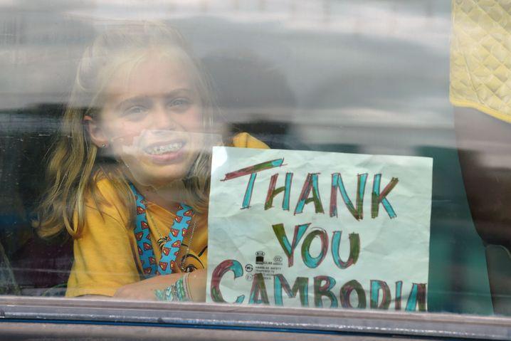 """""""Thank you, Cambodia"""": Offenbar erleichterte Kreuzfahrerin, die nach tagelangem Warten von der """"Westerdam"""" durfte"""