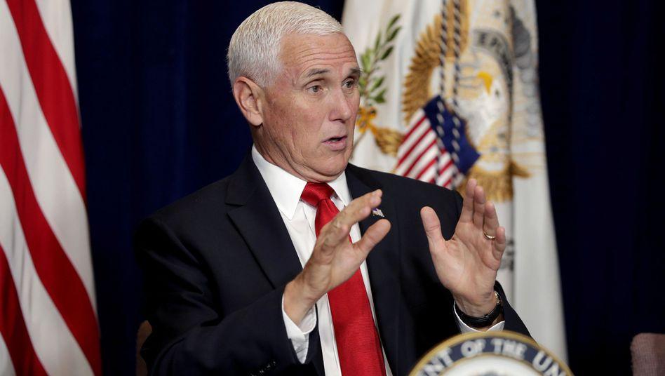US-Vizepräsident Mike Pence: Demokraten fordern Informationen zu zwei Telefonaten mit dem ukrainischen Präsidenten.
