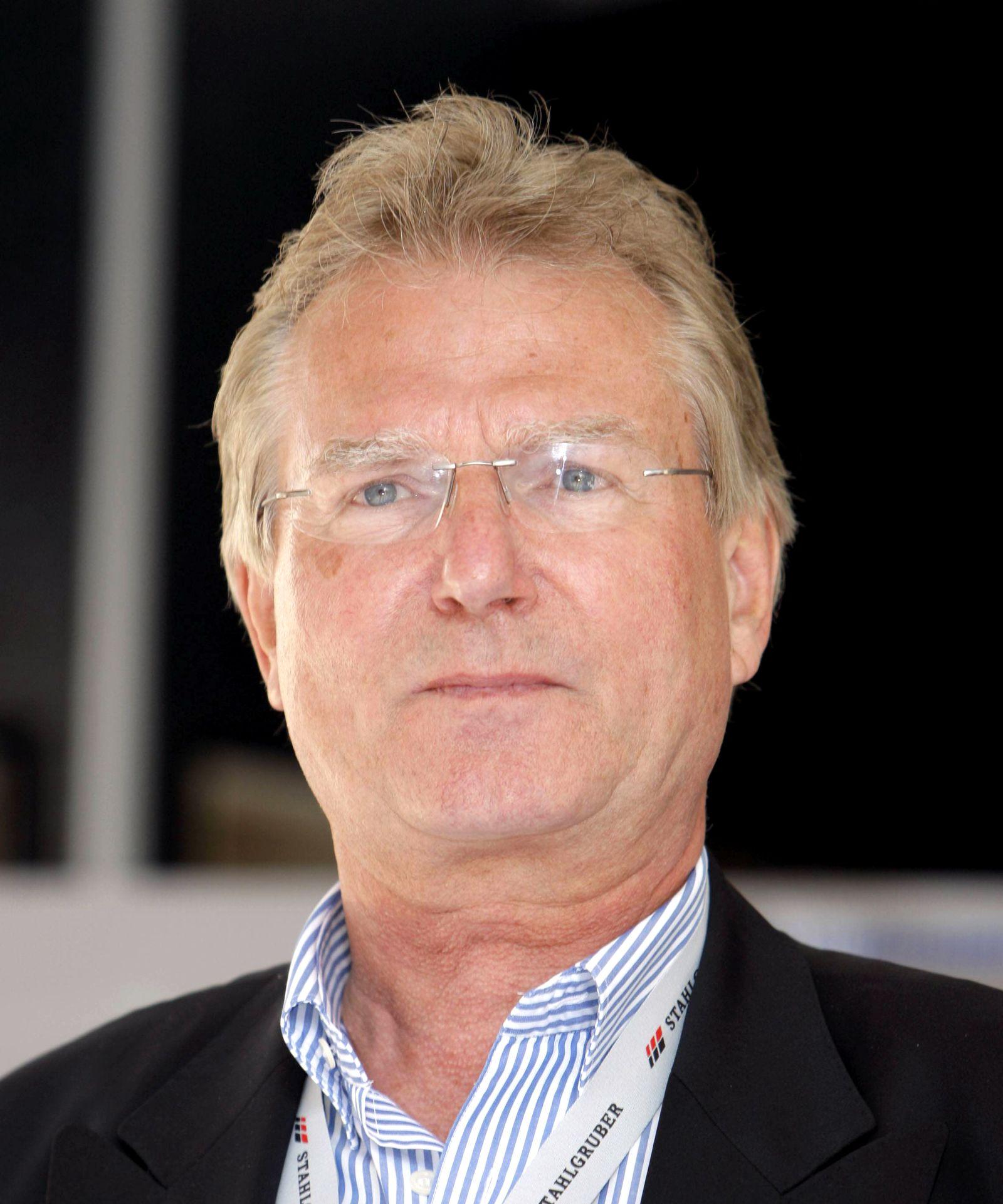 EINMALIGE VERWENDUNG Peter W. Streng