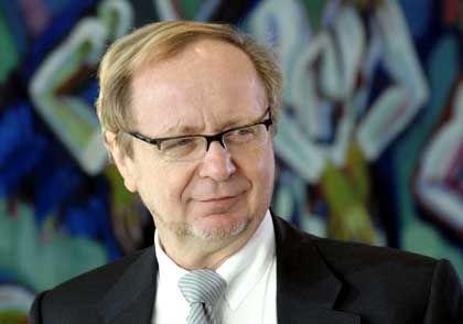 """Michael Müller ist parlamentarischer Staatssekretär im Bundesumweltministerium. Von 1987 bis 1992 war er Sprecher der SPD in der Enquete-Kommission """"Schutz der Erdatmosphäre"""""""