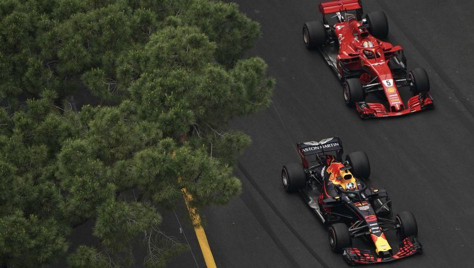 Daniel Ricciardo (Red Bull) vor Sebastian Vettel (Ferrari)