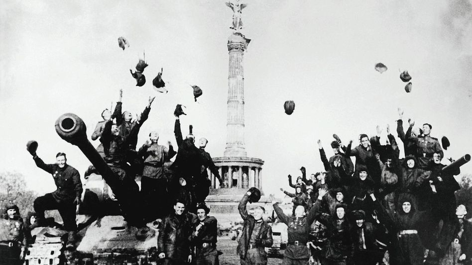 """Sowjetische Soldaten in Berlin im Mai 1945:""""Stille Entwertung erfahren"""""""