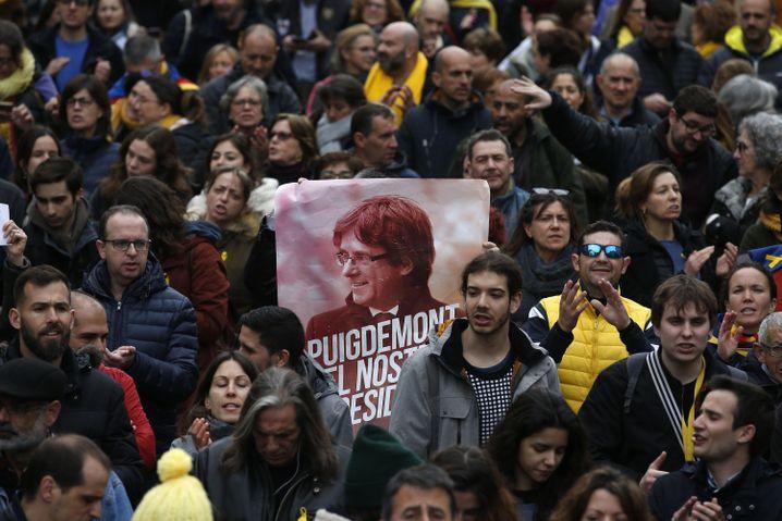 Demonstranten in Barcelona: Freiheit für Puigdemont