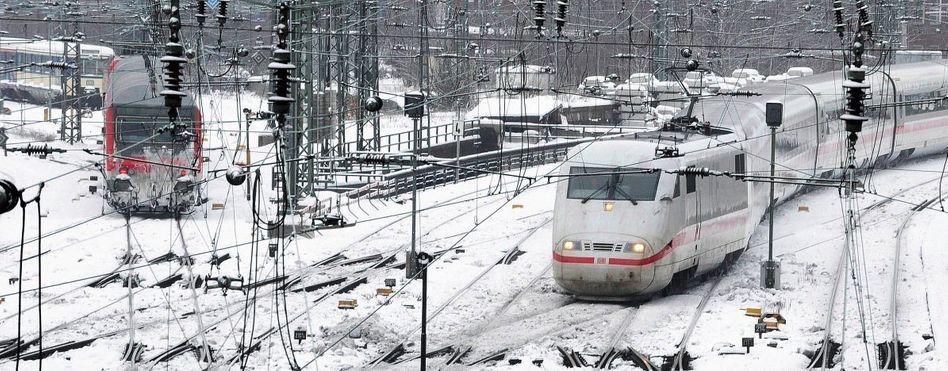 ICE in Hamburg: »In den Abendstunden reihenweise Züge verloren, sehr angespannte Lage, schlechte Pünktlichkeit«