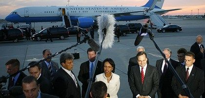 US Secretary of State Condoleezza Rice and Polish Foreign Minister Radoslaw Sikorski: The treaty is signed, but the troubles may only be starting.