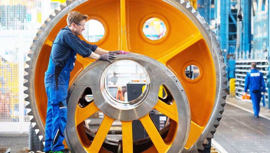 Maschinenbauer bei der Arbeit