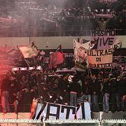 Fans während des Derbys Palermo gegen Catalania: Nachholspiel im April