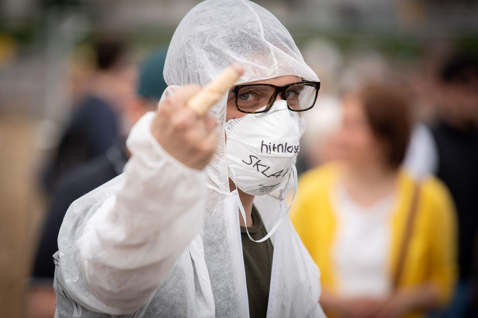 Tausende protestieren in Stuttgart gegen Corona-Maßnahmen