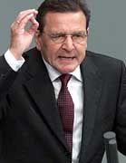 Will an der Ökosteuer festhalten: Gerhard Schröder