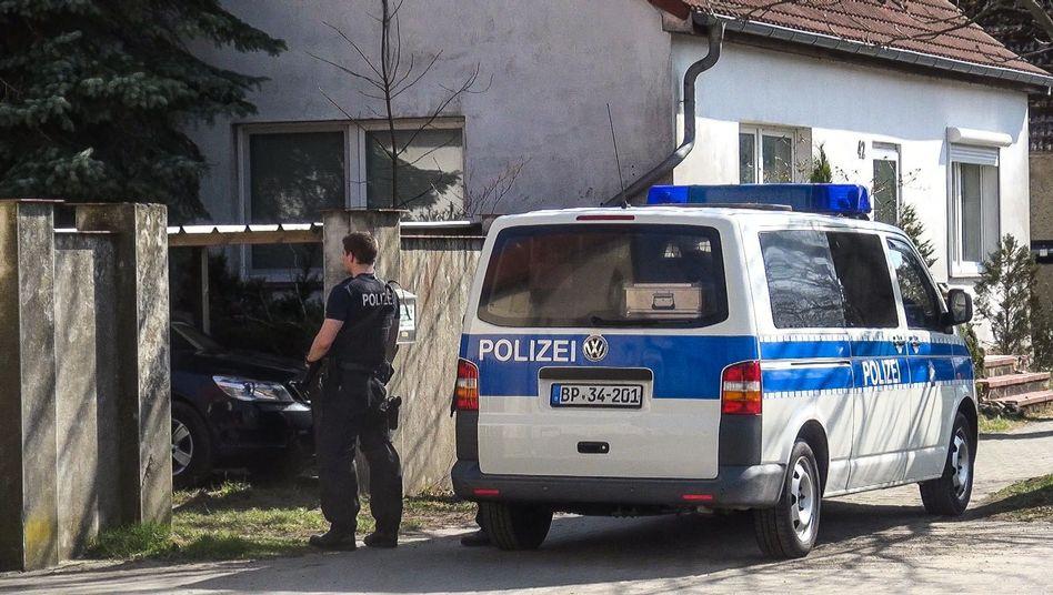 """Polizist bei """"Reichsbürger""""-Razzia in Teschendorf"""
