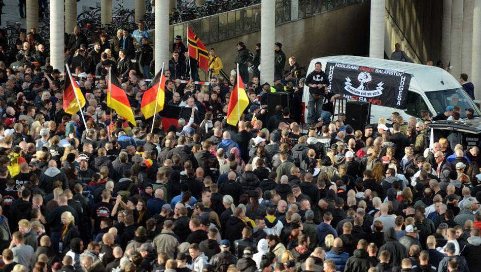 Demonstranten am 26.10. in Köln: Wiederholung in Hannover verhindert