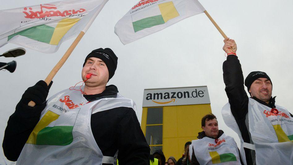 Mitglieder der polnischen Gewerkschaft Solidarnosc bei Amazon in Leipzig: Streik