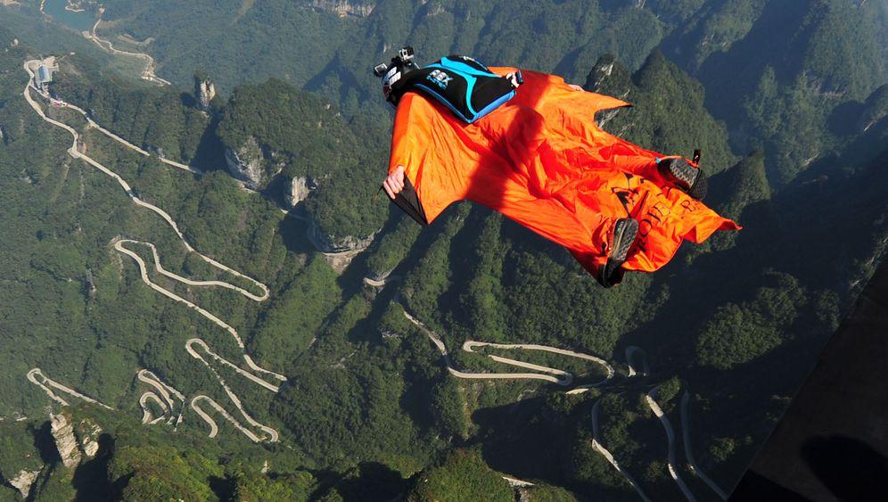 Extremsport: Wingsuit-Springer fliegen zum Weltrekord