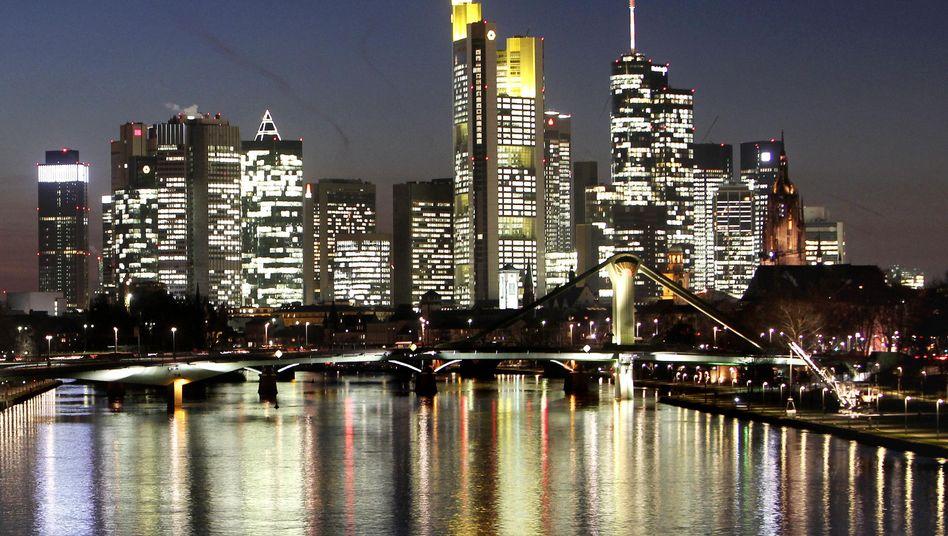 Erleuchtete Banken-Skyline in Frankfurt: Kompromiss trägt eine deutsche Handschrift