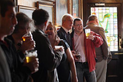 Bild aus vorpandemischen Zeiten: der preisgekrönte Londoner Pub The Harp im Jahr 2011