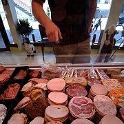 Wurstlos glücklicher? Weniger Fleischkonsum könnte nach Meinung von Forschern die globale Erwärmung verlangsamen