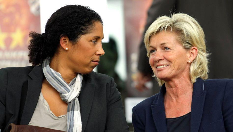 DFB-Direktorin Jones, Bundestrainerin Neid (r.): Zuversichtlich für EM