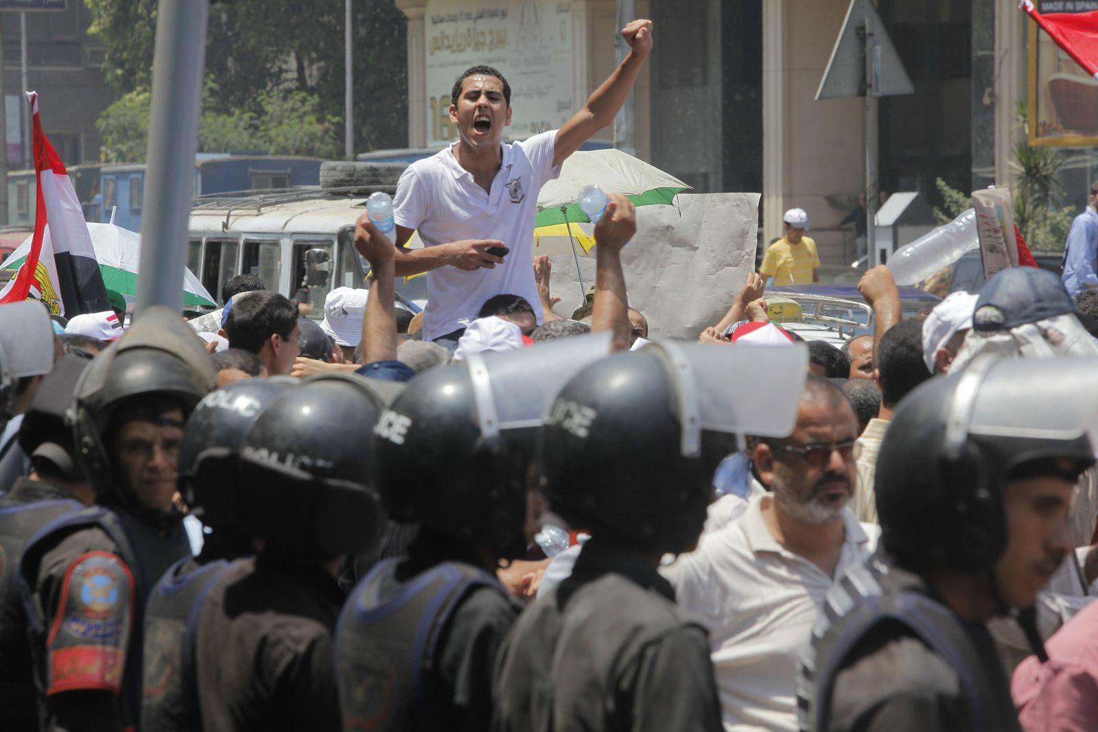 Proteste vor Parlament Kairo Ägypten