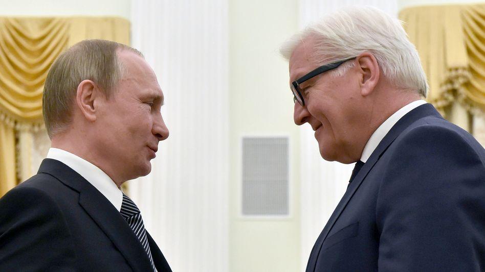 Wladimir Putin mit Frank-Walter Steinmeier (2016)