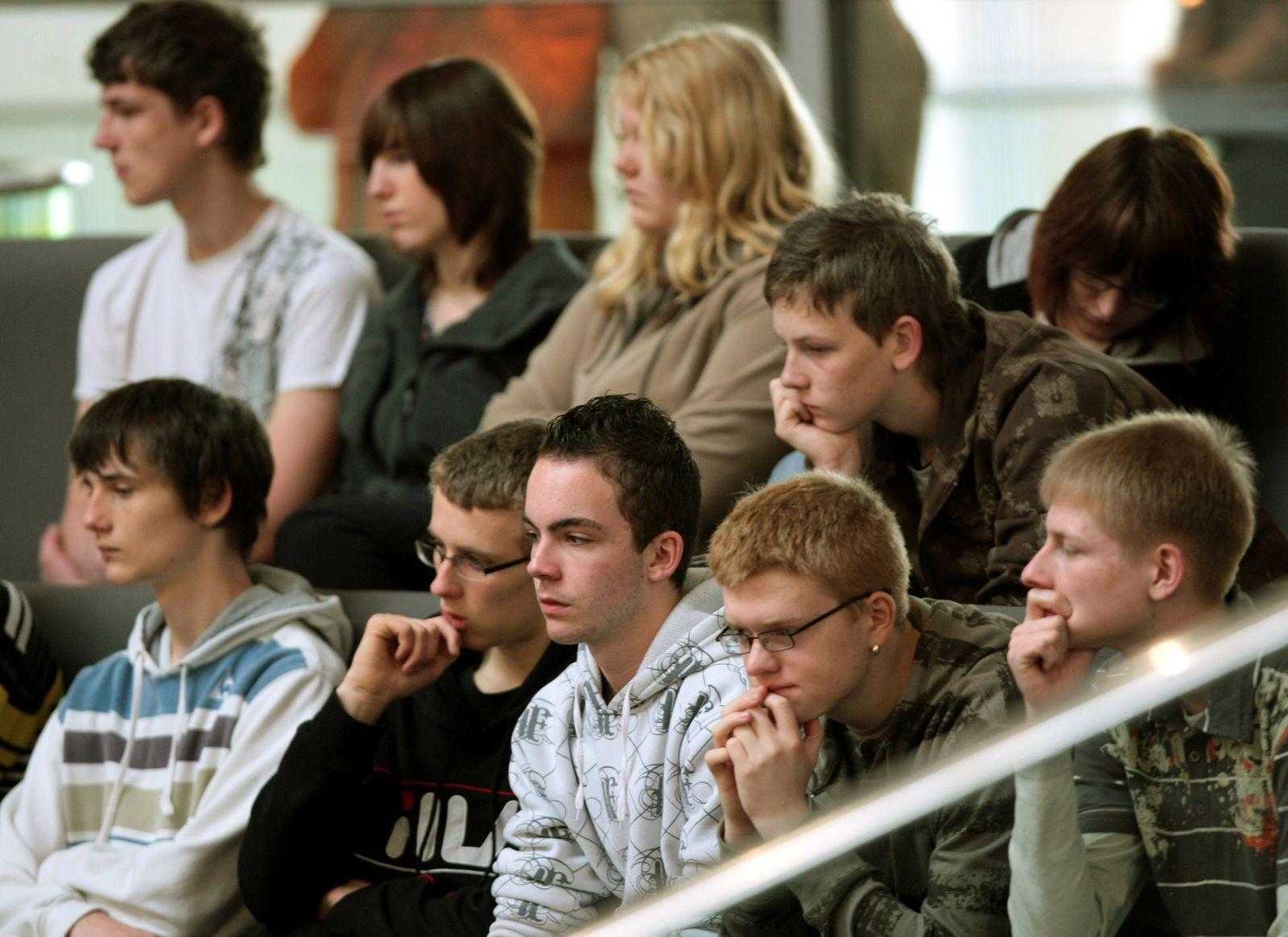 Jugendliche im Bundestag / Shell Jugendstudie