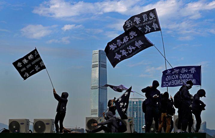"""""""Hong Kong Independence"""" auf Fahnen: Für HRW ist Chinas Unterdrückung von Freiheitsrechten in Hongkong und China ein """"Supergau"""""""
