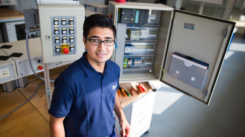 Mohsen A. lernt bei Daimler Mechatroniker