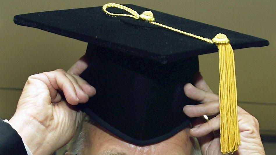 Anklage gegen Geschäftsmann: Obskure Ehrendoktortitel einer Yorkshire University, die es gar nicht gibt