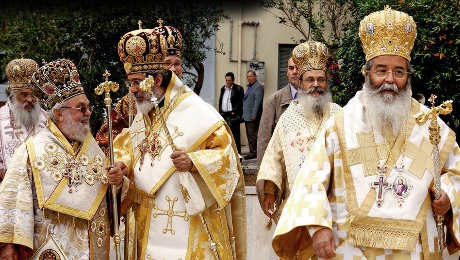 Prozession griechischer Kleriker in Thessaloniki