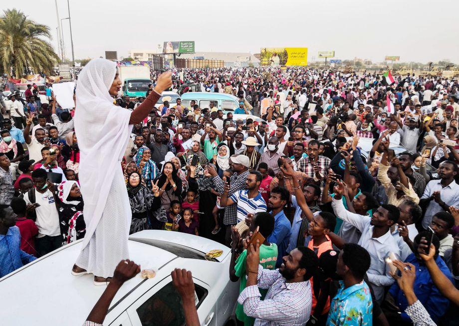 Alaa Salaa wurde zu einer Ikone des Protests im Sudan, in dessen Folge Diktator al-Bashir gestürzt wurde