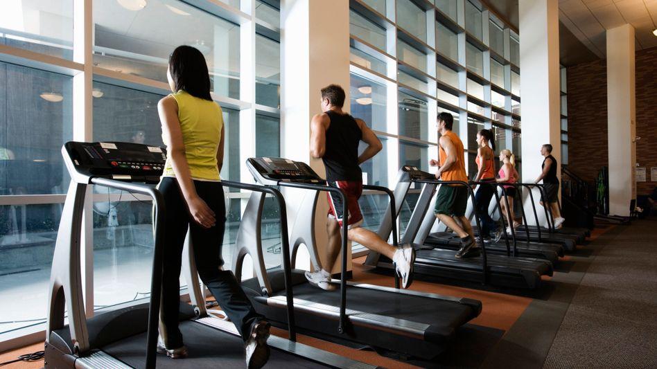Fitnessstudio: Betreiber darf das Tragen von Kopftüchern verbieten