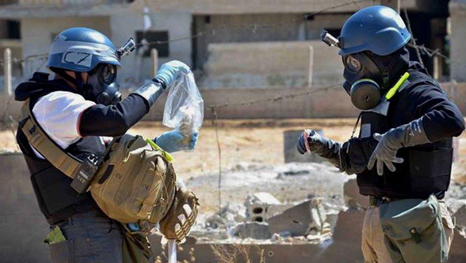 Probennahme: Inspektoren der OPCW in Ain Tarma, Syrien