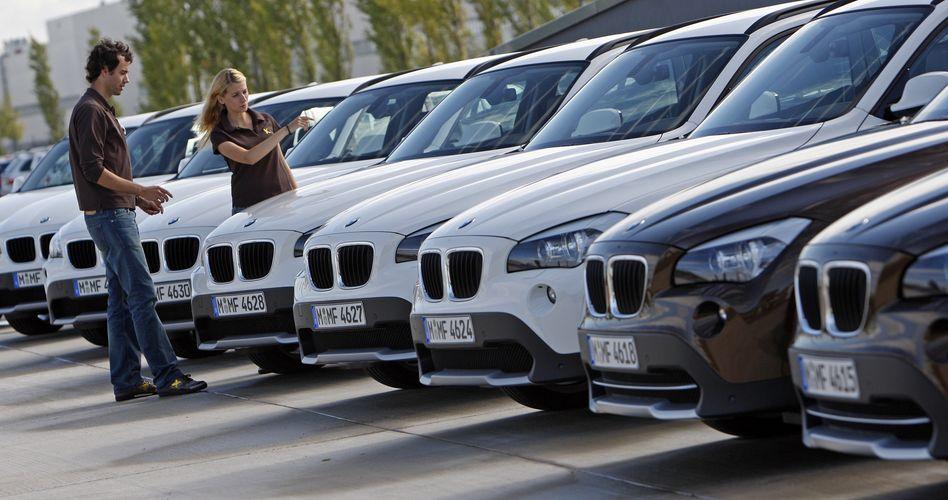 Autoschau: Die Versicherung beim Vertragshändler ist in den meisten Fällen am teuersten