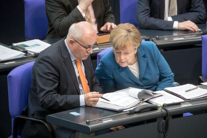 Fraktionschef Kauder, Kanzlerin Merkel