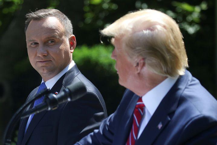 Andrzej Duda (l.) und Donald Trump 2019 im Rosengarten des Weißen Hauses