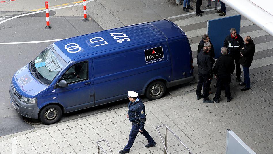Ermittler sichern 2019 Spuren an einem der überfallenen Transporter in Köln