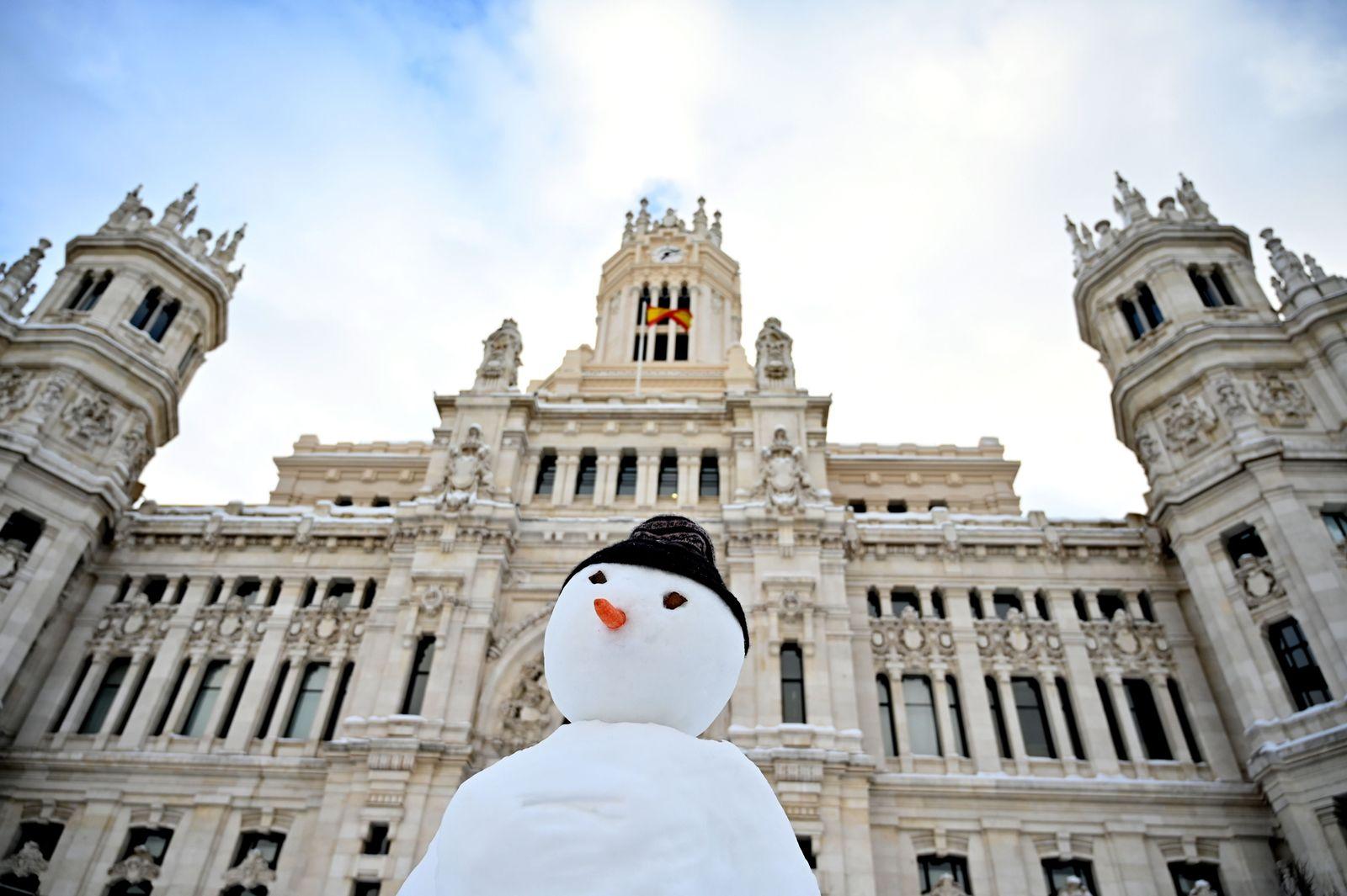SPAIN-WEATHER-SNOW